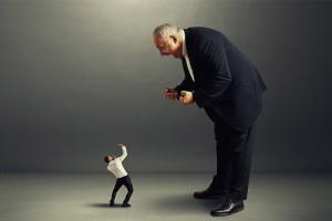 ۸ نشانه که مدیرتان قصد تخریب شما را دارد