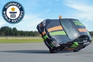 تماشا کنید: رکورد گینس برای حداکثر سرعت رانندگی با دو چرخِ خودرو شکسته شد